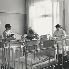 images/Galerien/05-Unternehmen/05-Geschichte/Geschichte-1931-Saeuglingszimmer_235x235.jpg