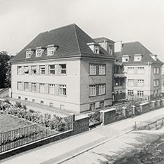 images/Galerien/05-Unternehmen/05-Geschichte/Geschichte-1973-Ostfluegel_235x235.jpg