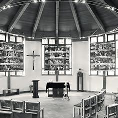 images/Galerien/05-Unternehmen/05-Geschichte/Geschichte-1996-Kapelle-Neubau-Altar_235x235.jpg